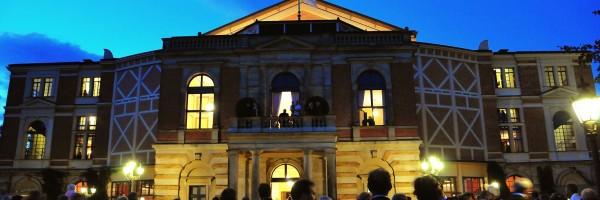Le Festspielhaus au crépuscule