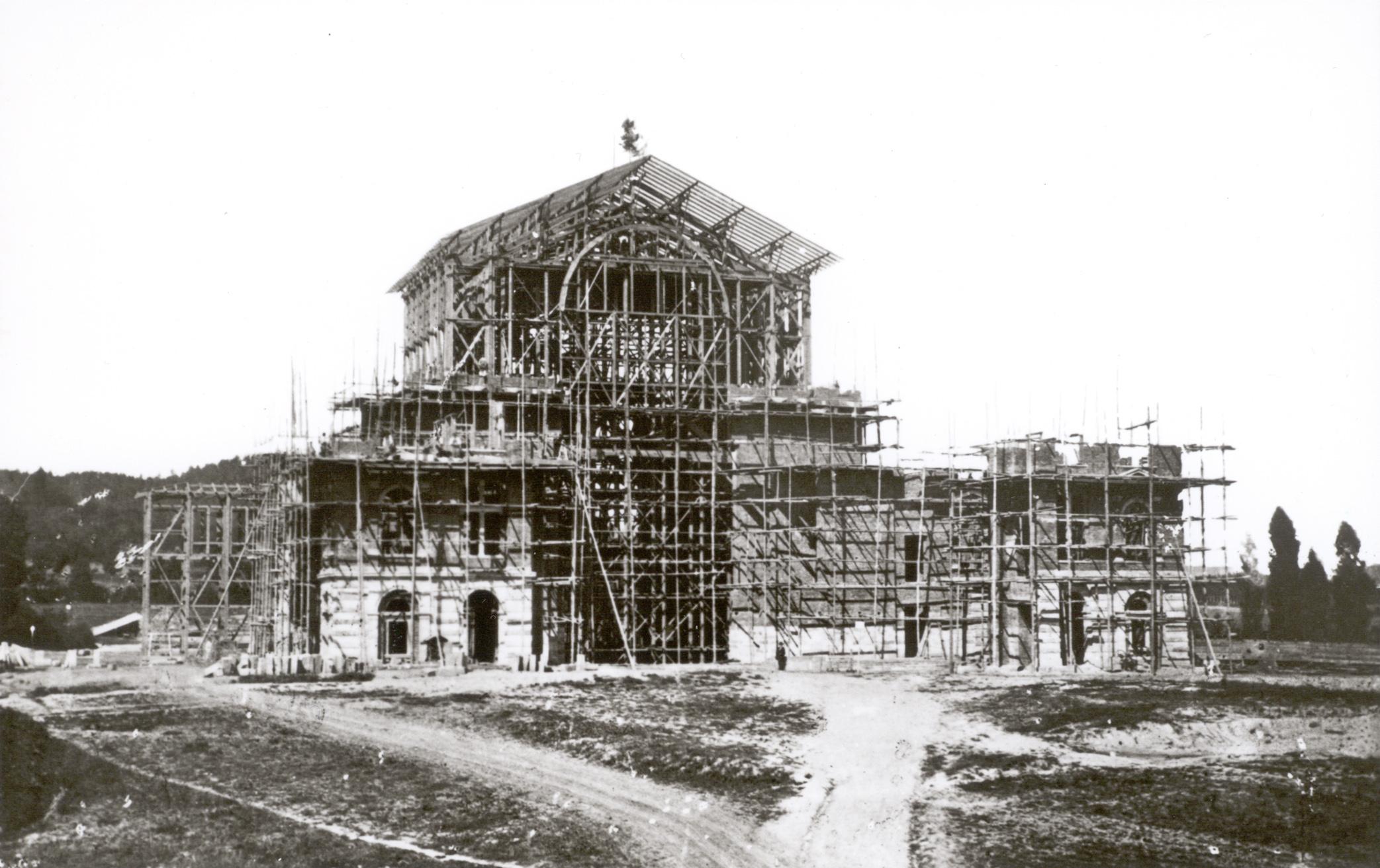 Le Festspielhaus est presque terminé ! Mi-travaux, 1873