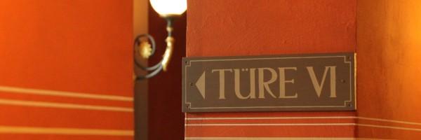 Dans le foyer du Festspielhaus : trouver la bonne porte